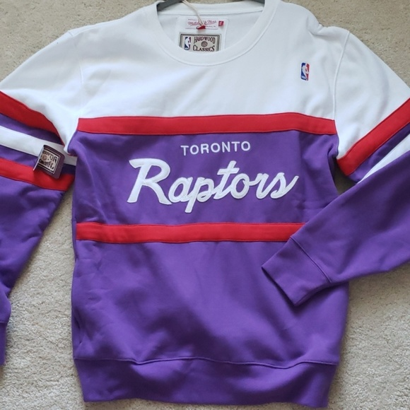 sale retailer 54265 d070a NWT 🦖 Toronto Raptors throwback Sweatshirt🦖 NWT